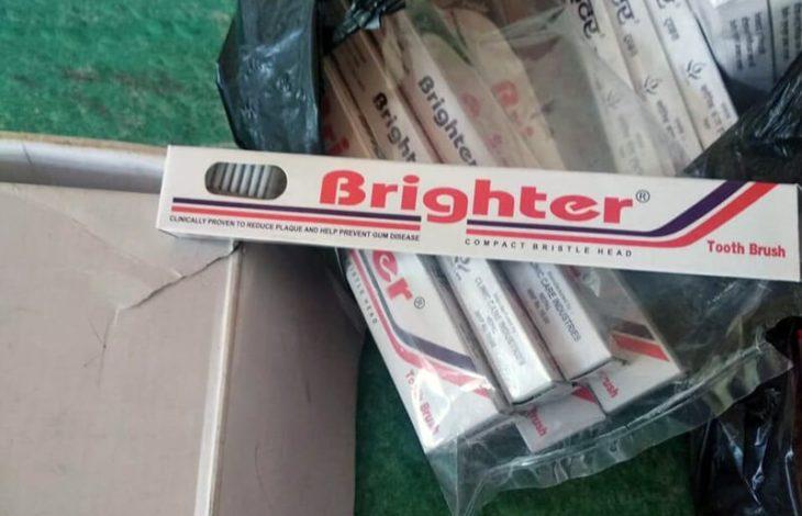 2 van de 52 - New Toothbrushes